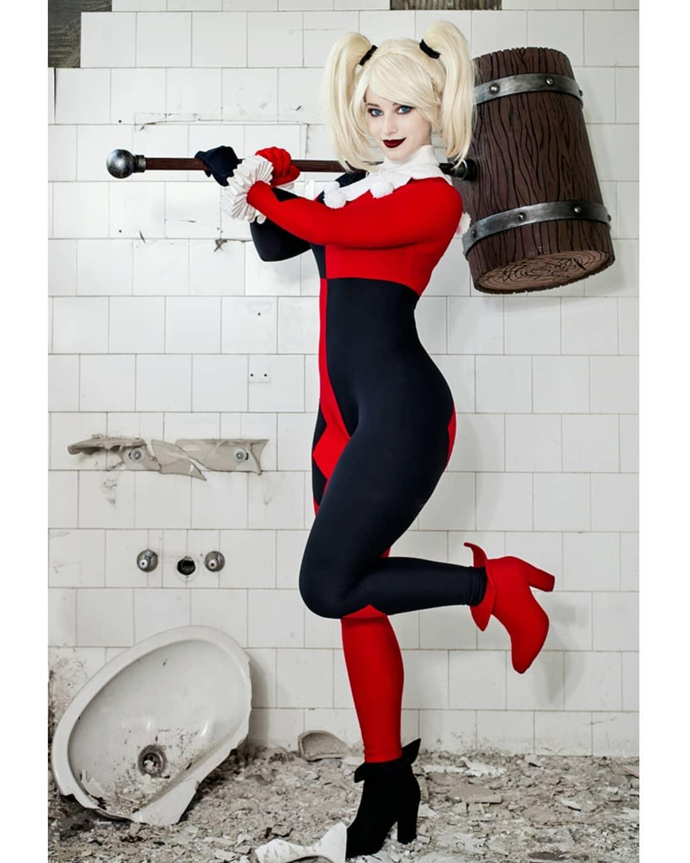 Harley Quinn cosplay by Enji Night